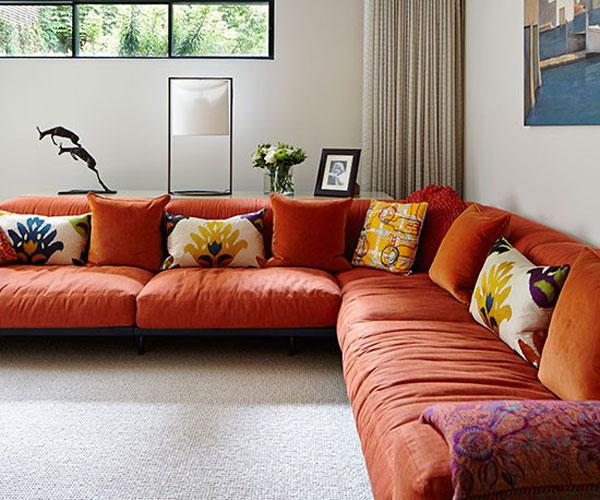 ev-dekoru-kirmizi-koltuk